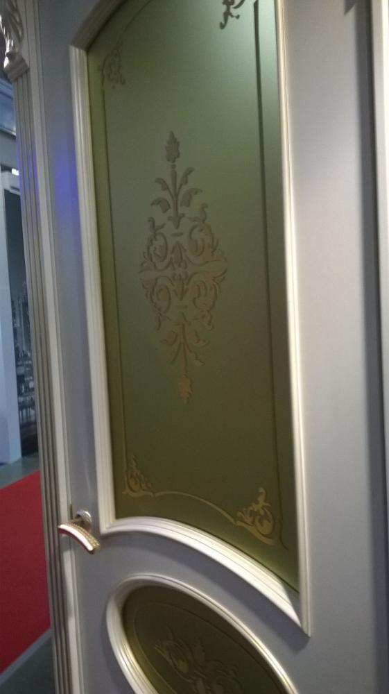 дверь с краской золото
